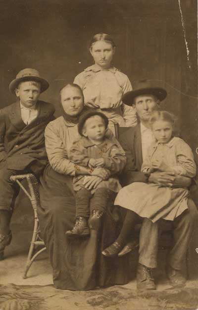 Richard Thomas Family, including daughter Mary Margaret